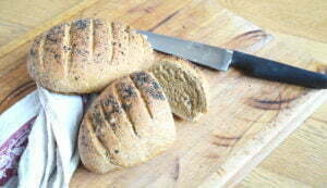 Pane con farina di segale e semi misti