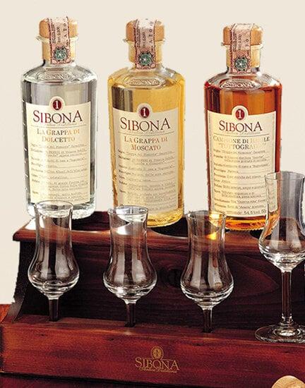 Set Old Tavern (3 bottiglie e 4 bicchieri)