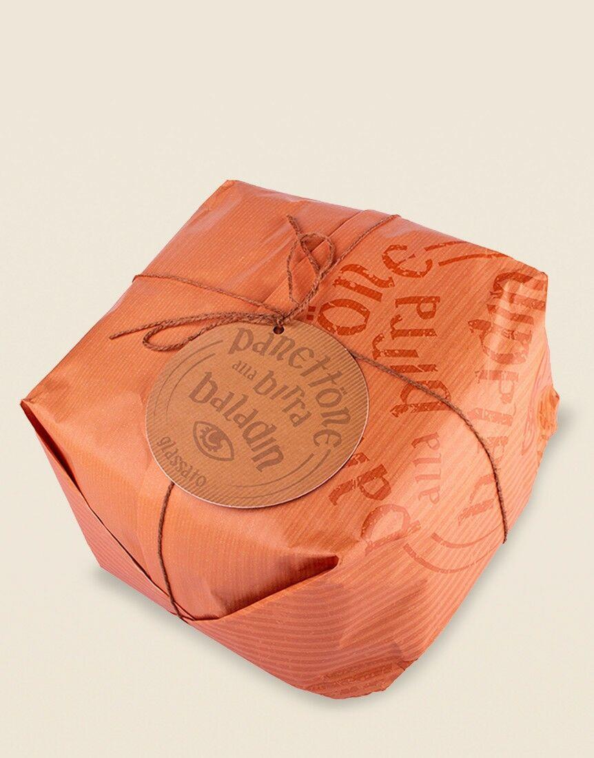 Panettone alla birra Xyauyù, glassato con canditi all'arancia